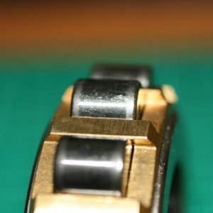 Close_up_of_roller_edge_of_RHP_6-MRJA30_bearing.jpg